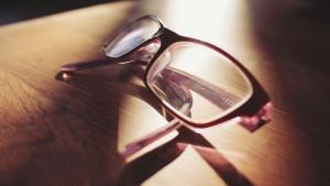eyeglasses-698672_1280